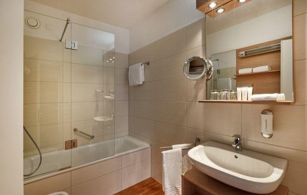 romantikwochenende-locarno-hotelbadezimmer