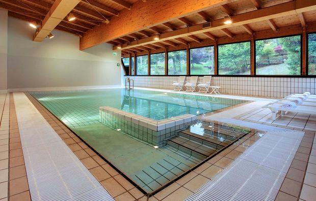 romantikwochenende-bergamo-pool