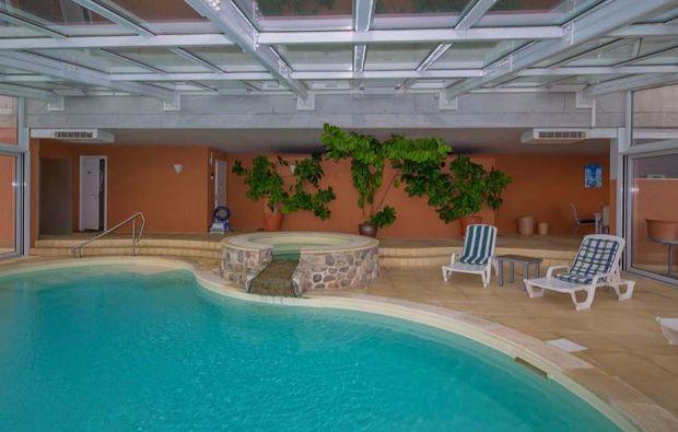 romantikwochenende-cademario-pool