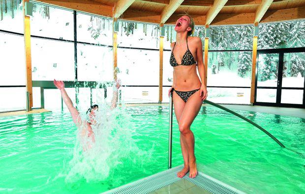 romantikwochenende-hopfgarten-pool