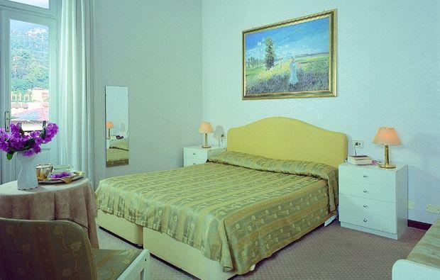 zauberhafte-unterkuenfte-maderno-bs-schlafzimmer