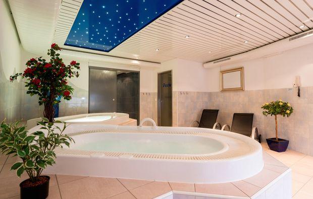 romantikwochenende-saas-almagell-whirlpool