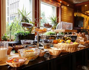 fruehstuecksbuffet-romantik-uebernachtung-bulle