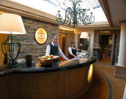 rezeption-wellness-hotel-grindelwald