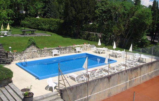 romantikwochenende-neuenstadt-pool