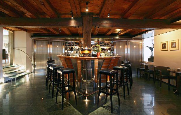romantikwochenende-kuesnacht-bar