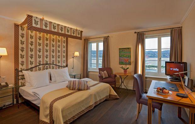romantikwochenende-kuesnacht-schlafzimmer