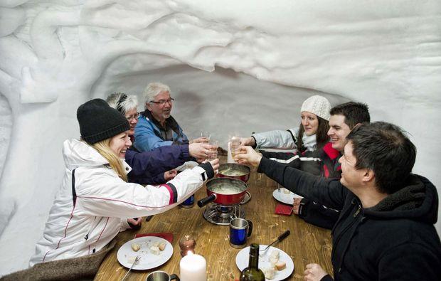 iglu-uebernachtung-davos-party
