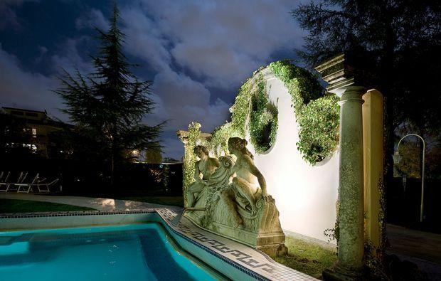 hotel-zimmer-pool_31512135533