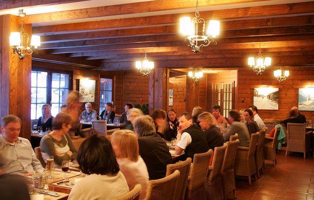 val-dilliez-romanitsche-dinner1507298288