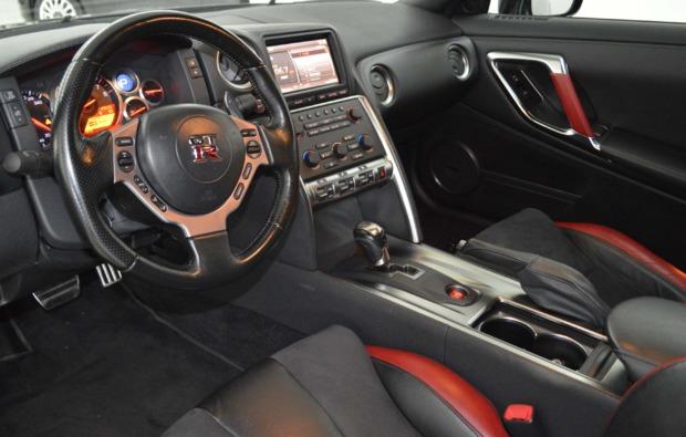 sportwagen-nissan-fahren-duisburg-cockpit