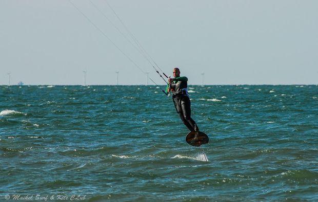 hydrofoil-kiten-zingst-freizeit