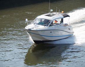 Motorboot selber fahren - 1 Stunde Donau, für bis zu 4 Personen - ca. 60 Minuten
