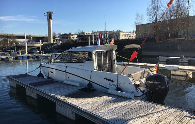 motorboot-selber-fahren-saal-an-der-donau-selber-steuern