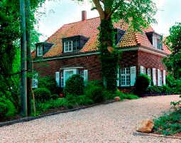 Zauberhafte Unterkünfte (Landhotels für Zwei) GreenLine Gästehaus Lindenhof - Brotzeit, Rückenmassage