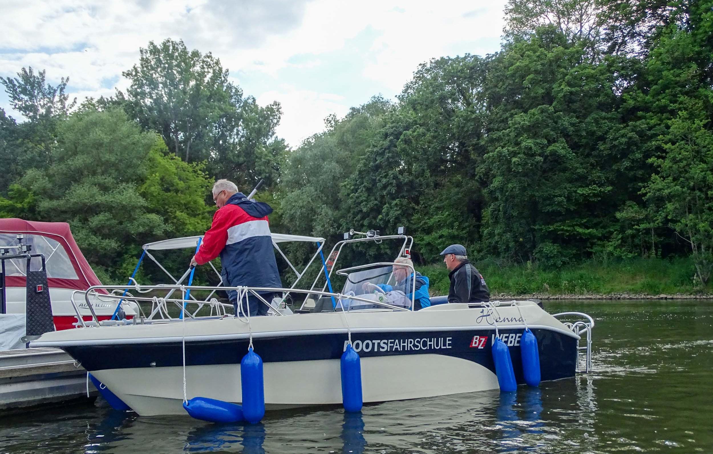 motorboot-fahren-brandenburg-an-der-havel-bg21606139349