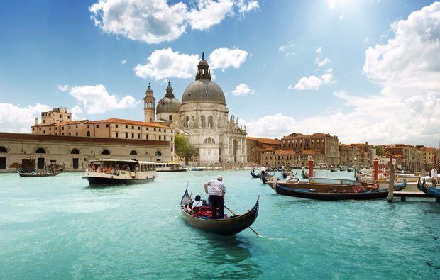 erlebnisreise-venedig-liebeszauber-gondelfahrt