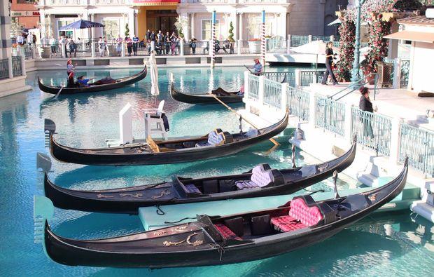 erlebnisreise-venedig-liebeszauber-gondeln