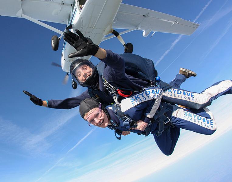Fallschirm-Tandemsprung   Stadtlohn Sprung aus ca. 4.000 Metern - ca. 30-60 Sekunden freier Fall