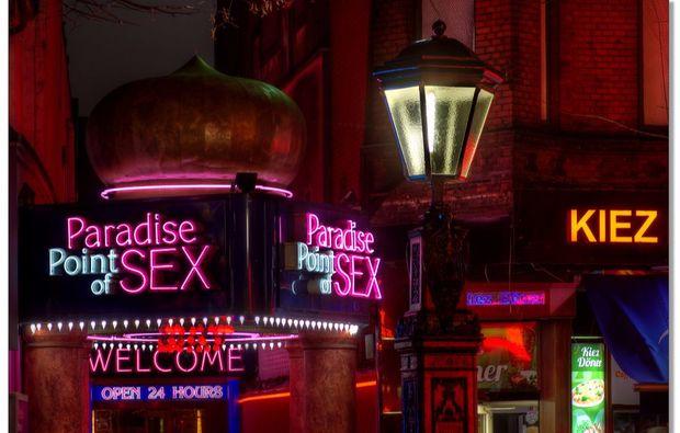 aussergewoehnliche-stadtfuehrung-hamburg-bar-reklame