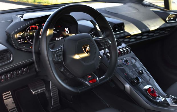lamborghini-huracan-berlin-fahren-cockpit