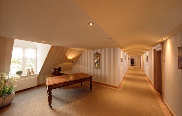 wellness-wochenende-deluxe-gluecksburg-hotelflur