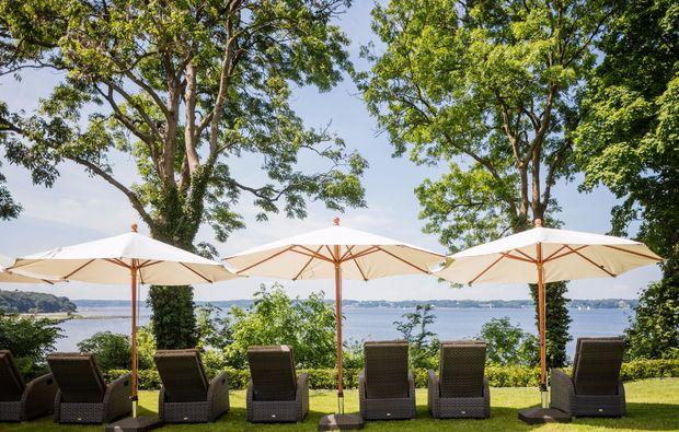 wellness-wochenende-deluxe-gluecksburg-hotelgarten