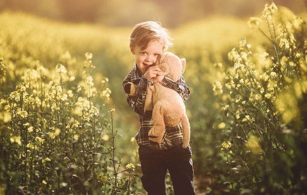 kinder-fotoshooting-witten-junge-kuscheltier