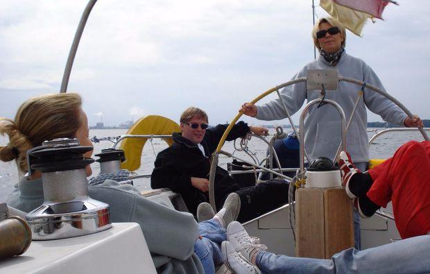 kurztrip-am-meer-travemuende-segelboot