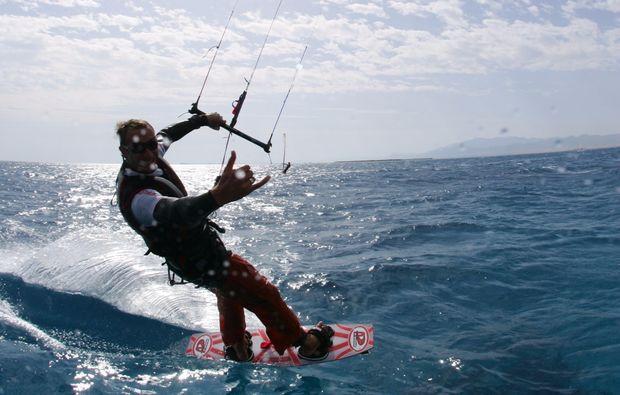 kitesurf-kurs-schwedeneck-surendorf-surfen