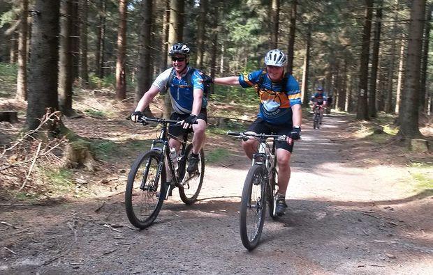 mountainbike-kurs-neuhaus-am-rennweg-spannend
