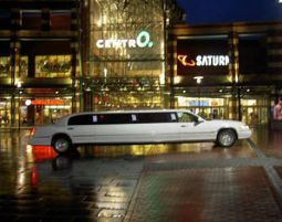 limousine-weiss-elegant-verwackelt