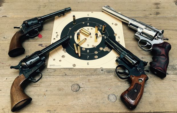 karlsruhe-schiesstraining-revolver