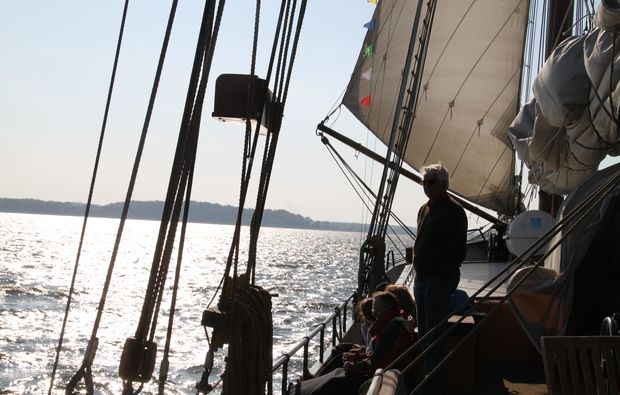 segeln-dinner-neppermin-schatte