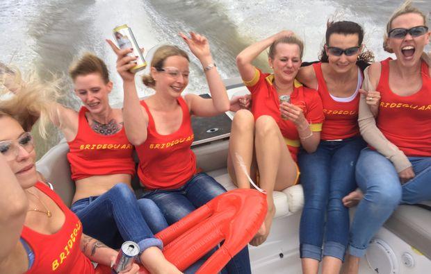 speedboot-fahren-frankfurt-am-main-women1481733049