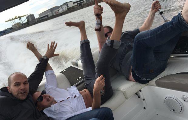 speedboot-fahren-frankfurt-men