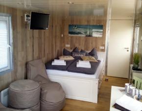 Außergewöhnlich Übernachten auf dem Hausboot - 2 ÜN im Hausboot für 2-4 Personen