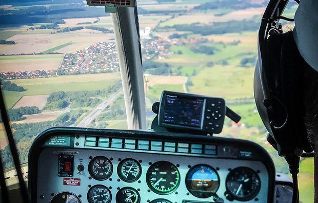 hubschrauber-rund-flug-braunschweig-cockpit