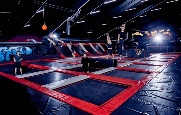 funsport-trampolin-duisburg-action