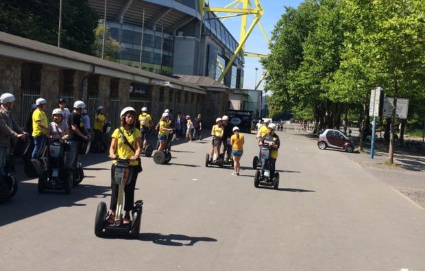 segway-city-tour-fussball-dortmund-spass
