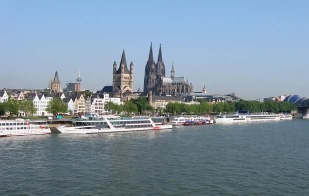 traumtag-fuer-zwei-koeln-b-rheinblick-schiffsrundfahrt-stadtfuehrung