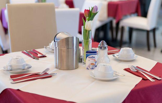 staedtetrips-frankfurt-am-main-esstisch