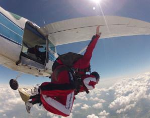 Fallschirm-Tandemsprung Sprung aus ca. 4.000 Metern - ca. 30-60 Sekunden freier Fall