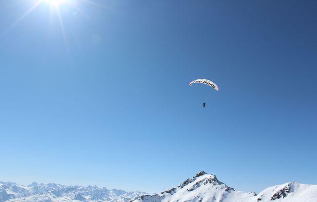 gleitschirm-tandemflug-silbertal-berge