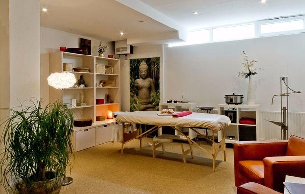 wellnesstag-fuer-zwei-augsburg-massagezimmer