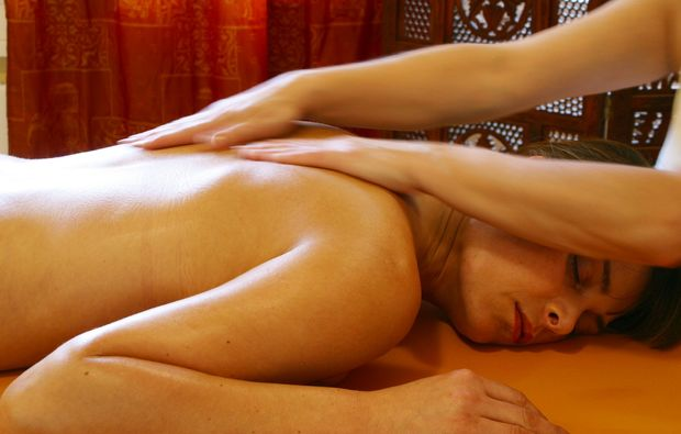 ayurveda-anwendung-roesrath-massage