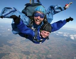 Fallschirm-Tandemsprung Neustadt Aisch Sprung aus ca. 3.000-4.000 Metern - ca. 40-60 Sekunden freier Fall