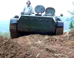 Junggesellenparty Junggesellenabschied - einer baggert, acht fahren Panzer - 2 Stunden