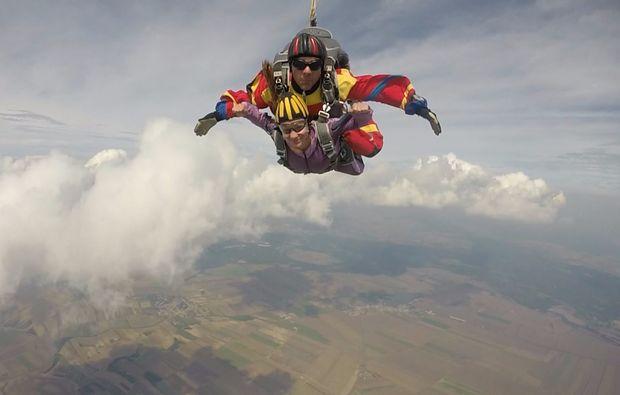 fallschirm-tandemsprung-breclav-wolken