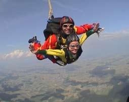 Fallschirm-Tandemsprung Sprung aus ca. 3.000-4.000 Metern - ca. 40-60 Sekunden freier Fall